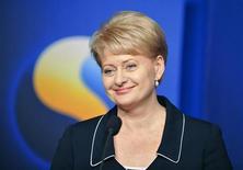 <p>Президент Литвы Даля Грибаускайте выступает на пресс-конференции в дворце Розенбад в Стокгольме 16 июля 2009 года. Литва склоняется к тому, чтобы открыть новую страницу в отношениях с Россией после длительного периода напряженности и взаимного недоверия, заявила в среду новый президент прибалтийской республики Даля Грибаускайте. REUTERS/Bertil Ericson</p>