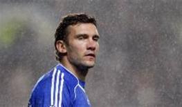 <p>Andriy Shevchenko, de 32 anos, jogador mais famoso da Ucrânia viu sua carreira dar um giro de 360 graus ao receber as boas vindas do antigo clube Dynamo de Kiev. REUTERS/Toby Melville</p>