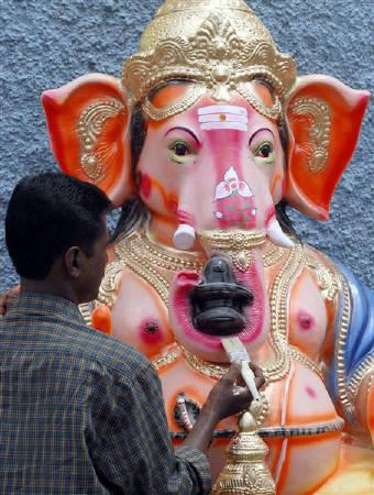 An artisan gives finishing touches to an idol of the Hindu elephant god Ganesha, the deity of prosperity, on a pavement in Chennai in this August 1, 2009 file photo. REUTERS/Babu/Files