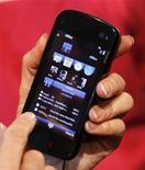<p>Uno smartphone Nokia. REUTERS/Albert Gea (SPAIN)</p>