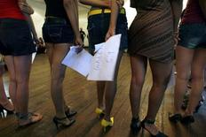 <p>Models look on during auditions for an upcoming fashion week in Mumbai August 20, 2008. REUTERS/Arko Datta</p>