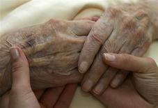 <p>Le Japon compte plus de 40.000 centenaires, soit un nombre en progression de 10% par rapport à 2008. /Photo d'archives/REUTERS/Michaela Rehle</p>