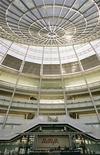 <p>A fabricante norte-americana de equipamentos para telecomunicações Avaya foi vencedora no leilão da unidade da Nortel que produz redes para empresas, com oferta de 900 milhões de dólares. Na foto, saguão do edifício da Avaya em Westminster, EUA.</p>