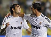<p>Kaká e Cristiano Ronaldo fazem gols na vitória do Real Madri de 2 x 0 sobre o Villarreal. REUTERS/Heino Kalis</p>