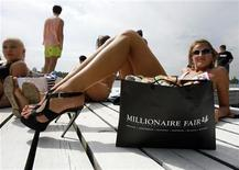 <p>A model sun bathes at the Summer Fair in Moscow, June 27, 2009. The fair displays luxury goods and luxury services. REUTERS/Sergei Karpukhin</p>