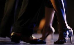 """<p>La Organización de las Naciones Unidas para la Educación, la Ciencia y la Cultura (UNESCO) incluyó el miércoles al tango de Argentina y de Uruguay en la Lista Representativa del Patrimonio Inmaterial de la Humanidad. """"La tradición argentina y uruguaya del tango, hoy conocida en el mundo entero, nació en la cuenca del Río de la Plata, entre las clases populares de las ciudades de Buenos Aires y Montevideo"""", dijo la Unesco en su sitio de internet. REUTERS/Marcos Brindicci/Archivo</p>"""