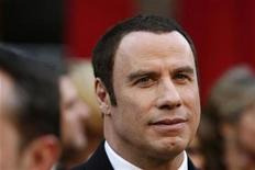 <p>Foto de archivo del actor John Travolta durante la entrega de los premios Oscar en Los Angeles, EEUU, 24 feb 2008. Travolta reveló el miércoles, durante un juicio por extorsión en Bahamas, que se le dijo que, a menos que pagara 25 millones de dólares, se venderían historias a la prensa implicando que la muerte de su hijo fue intencional y que él debía ser culpado. REUTERS/Lucas Jackson</p>