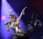 <p>Australian pop singer Kylie Minogue performs during the first concert of her North American tour in Oakland, California September 30, 2009. REUTERS/Robert Galbraith</p>