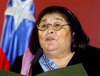 <p>Argentine folk singer Mercedes Sosa is seen in this file photo taken in May 2000, in Buenos Aires. Sosa, 74, who fought South America's dictators with her voice and became a giant of contemporary Latin American music, died October 4, 2009 in Buenos Aires. REUTERS/Enrique Marcarian</p>