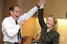 <p>Carol Greider, una delle tre vincitrici del Nobel, esulta alla John Hopkins University di Baltimora. REUTERS/Jonathan Ernst (UNITED STATES SCI TECH)</p>