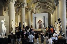 <p>Tourists visit a sculpture gallery at the Louvre Museum in Paris August 12, 2009. REUTERS/Jacky Naegelen</p>