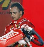 <p>Piloto Felipe Massa, da Ferrari, em foto de arquivo, poderá pilotar carro de Fórmula 1 na semana que vem, informou a escuderia. REUTERS/Paulo Whitaker</p>