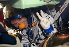<p>Guy Laliberté al ritorno sulla terra. REUTERS/Sergei Remezov (KAZAKHSTAN SCI TECH)</p>
