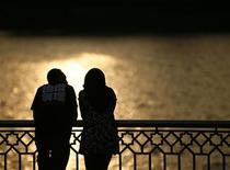 <p>Confronté à des divorces en augmentation, l'Etat du Terengganu, dans l'est de la Malaisie, offre aux couples mariés au bord de la rupture des voyages de noces gratuits pour ranimer la flamme. /Photo d'archives/REUTERS/Bazuki Muhammad</p>