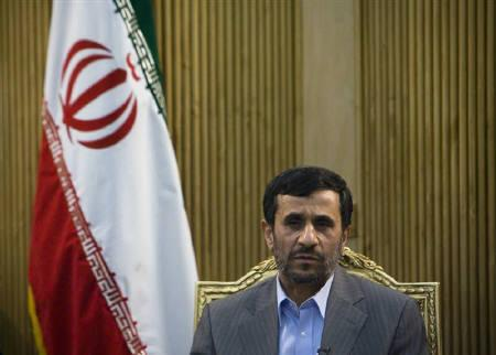 10月18日、イランのアハマディネジャド大統領が、革命防衛隊の幹部など35人が死亡した自爆攻撃でパキスタンの関与を示唆。9月撮影(2009年 ロイター/Morteza Nikoubazl)