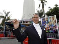 """<p>Director Adam Shankman waves at the premiere of """"Hairspray"""" at the Mann Village theatre in Westwood, California July 10, 2007. REUTERS/Mario Anzuoni</p>"""