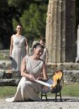 <p>Atriz grega Nafpliotou durante ensaio em Olímpia para cerimônia de acendimento da tocha dos Jogos de Inverno de Vancouver, que vai acontecer na quinta-feira REUTERS/Yiorgos Karahalis</p>