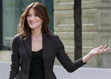 <p>France's first lady Carla Bruni-Sarkozy, wife of French President Nicolas Sarkozy, arrives at the Andy Warhol Museum for a tour hosted by U.S. first lady Michelle Obama,during the G20 Summit in Pittsburgh, Pennsylvania, September 25, 2009. REUTERS/Ian Langsdon/Pool</p>
