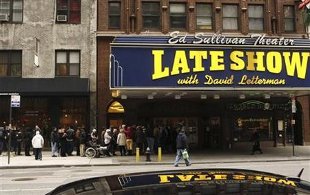 Fans wait outside the Ed Sullivan Theater for tickets to watch the Late Show with David Letterman in New York January 2, 2008. REUTERS/Lucas Jackson