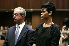 <p>A cantora Rihanna durante audiência de seu ex-namorado Chris Brown, acusado de espancá-la. REUTERS/Lori Shepler/Pool</p>