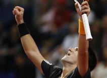 <p>O número um do mundo Roger Federer perdeu a oportunidade de conquistar pela quarta vez consecutiva o Torneio da Basileia, sua cidade natal, ao perder a final para o terceiro do ranking Novak Djokovic neste domingo. REUTERS/Christian Hartmann</p>