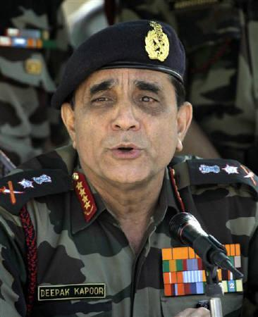 Indian army chief General Deepak Kapoor in Beerwah, about 40 km (24 miles) north of Srinagar, October 6, 2007. Israel has signed a $1.1 billion contract to supply an upgraded tactical air defence system to India, with delivery expected by 2017, an Israeli official said on Monday. REUTERS/Danish Ismail/Files