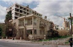 <p>Deserted houses and streets are seen in this February 27, 1997 file photo taken during a press tour in the deserted town of Varosha, in northern Cyprus. REUTERS/Fatih Saribas</p>
