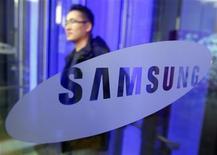 <p>Il logo di Samsung Electronics. REUTERS/Jo Yong-Hak</p>