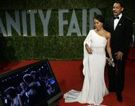 """<p>Actors Will Smith and his wife Jada Pinkett Smith look at a television monitor as Danny Boyle wins the Oscar for best director for his work in """"Slumdog Millionaire,"""" as they arrive at the 2009 Vanity Fair Oscar Party in West Hollywood, California February 22, 2009. REUTERS/Danny Moloshok</p>"""