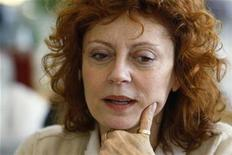 <p>Actress Susan Sarandon speaks to girls at her table at a Girls Mentoring Luncheon, also attended by U.S. first lady Michelle Obama, at the Governor's Mansion in Denver, Colorado in this November 16, 2009 file photo. REUTERS/Rick Wilking</p>