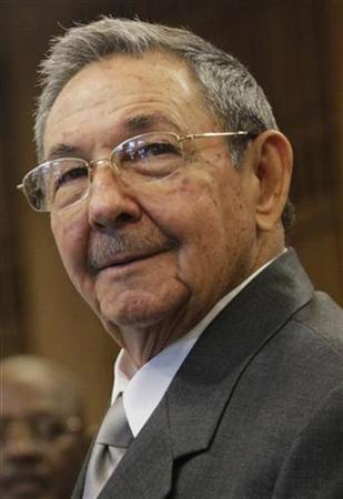 Cuba's President Raul Castro attends a ceremony at the Palace of the Revolution in Havana September 30, 2009. REUTERS/Enrique De La Osa