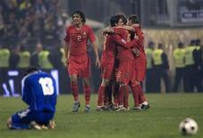 <p>Jogadores de Portugal celebram classificação para a Copa após vitória sobre a Bósnia. REUTERS/Radu Sigheti</p>