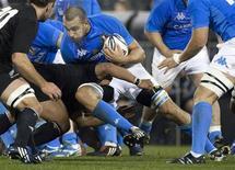 <p>Un'azione di gioco durante il match di rugby tra Italia e Nuova Zelanda. REUTERS/Simon Baker</p>