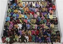 <p>Malaysian boys sit in a group while waiting to be circumcised at the National Mosque in Kuala Lumpur November 22, 2009. REUTERS/Zainal Abd Halim</p>