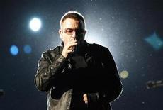<p>Lead singer Bono of the rock band U2 performs during a concert at Rose Bowl in Pasadena, California October 25, 2009. REUTERS/Mario Anzuoni</p>