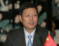 """<p>Замминистра иностранных дел Китая Хэ Яфэй выступает в Шанхае по поводу ядерной программы Ирана 16 апреля 2008 года. Пекин """"в принципе"""" рассматривает возможность поддержать резолюцию Международного агентства по атомной энергии (МАГАТЭ), требующую от Ирана немедленно прекратить работу завода по обогащению урана, существование которого Тегеран скрывал долгие годы, заявил в четверг замминистра иностранных дел Китая Хэ Яфэй. REUTERS/Aly Song</p>"""