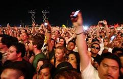 <p>Fans hold their mobile phones up before the performance of British singer M.I.A. at the Coachella Music Festival in Indio, California April 18, 2009. REUTERS/Mario Anzuoni</p>