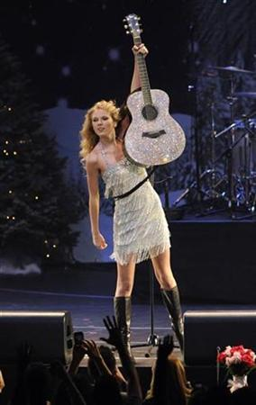 Taylor Swift performs at KIIS FM's Jingle Ball 2009 in Los Angeles December 5, 2009. REUTERS/Phil McCarten