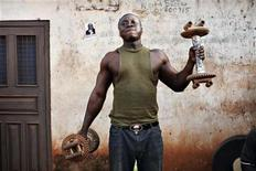 """<p>A Ghanaian man nicknamed """"Tiger"""" lifts weights at a makeshift outdoor gym in the northern city of Tamale, January 28, 2008. REUTERS/Finbarr O'Reilly</p>"""