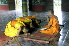 <p>Cambodian buddhist monks pray in a Pagoda at the beginning of lent, a three month buddhist retreat, in Kandal province 20 km (12.5 miles) southeast of the capital Phnom Penh July 8, 2003. REUTERS/Chor Sokunthea CS/TW</p>