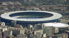 <p>Vista aérea do estádio do Maracanã no Rio de Janeiro no dia 29 de outubro de 2007, um dia antes de o Brasil ser eleito país sede da Copa do Mundo de 2014. O estádio precisará de mais de 500 milhões de reais para se adequar às exigências da Fifa. REUTERS/Bruno Domingos (BRAZIL)</p>