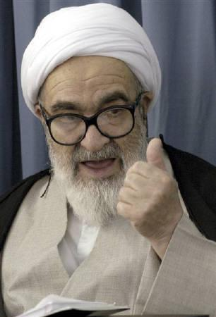 Iran's senior dissident cleric Grand Ayatollah Hossein Ali Montazeri, at a seminary in Qom in this October 1, 2003 file photo. Montazeri, who died aged 87, was once the designated successor to spiritual leader Ayatollah Ruhollah Kohmeini but fell from grace with Iran's leadership after clashing with hardliners. REUTERS/Raheb Homavandi/Files