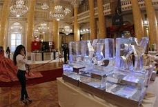 """<p>An ice sculpture is on display during the """"LUXURY, please."""" fair in Vienna November 27, 2009. REUTERS/Heinz-Peter Bader</p>"""