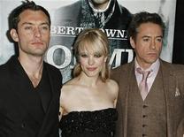 """<p>Jude Law, Rachel McAdams e Robert Downey Jr., elenco do longa """"Sherlock Holmes"""". O filme do diretor britânico Guy Ritchie superou """"Avatar"""" nas bilheterias dos EUA. REUTERS/Finbarr O'Reilly</p>"""