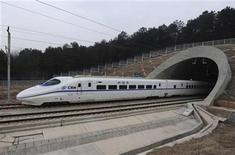 <p>A high-speed train travels on the new Wuhan-Guangzhou railway in Wuhan, Hubei province, December 26, 2009. REUTERS/Stringer</p>