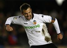 <p>Carlos Marchena, do Valencia, comemora ao marcar contra o Xerez em jogo do Campeonato Espanhol neste domingo em Jerez, na Espanha. O Valencia venceu por 3 x 1. REUTERS/Marcelo del Pozo</p>