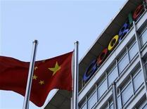 <p>A bandeira nacional da China tremula na frente da sede do Google em Pequim, 13 de janeiro de 2010. O Google disse que pode sair da China porque não quer mais aceitar a censura nos seus resultados de busca, sendo que o país é o maior mercado de Internet em número de usuários. REUTERS/Jason Lee</p>