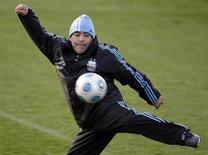 <p>Diego Maradona vai retomar suas funções como treinador da seleção argentina após uma suspensão de dois meses imposta pela Fifa por ter insultado jornalistas. (Foto de arquivo) REUTERS/Sergio Perez</p>