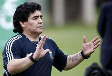 <p>O técnico Diego Maradona divulgou na segunda-feira a lista de jogadores que enfrentarão a Costa Rica em um jogo amistoso no fim do mês. (Foto Arquivo Reuters) REUTERS/Siphiwe Sibeko</p>