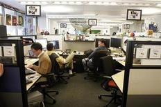 <p>At the Google headquarters in Mountain View, California employees work in their shared offices March 3, 2008. REUTERS/Erin Siegal</p>